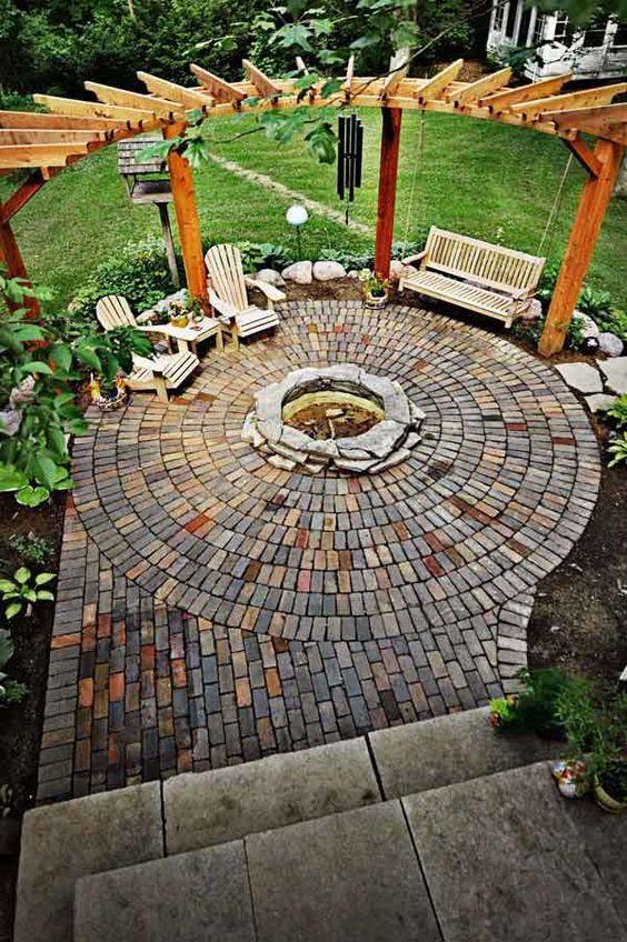 круговая беседка на заднем дворе